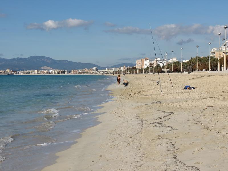 pescando en la playa de palma